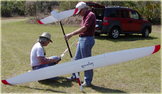 Al Parsons and Rick Eckel preparing a sailplane for flight